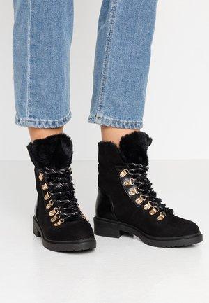BLISS - Botines con cordones - black