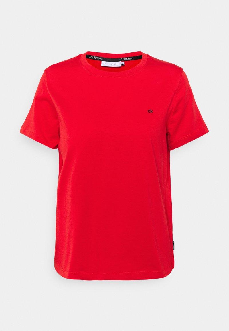 Calvin Klein - SMALL LOGO EMBROIDERED TEE - Jednoduché triko - red glare