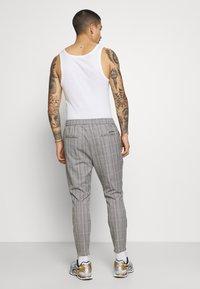 Kings Will Dream - SILVIO SMART JOGGERS - Trousers - grey/gold - 2