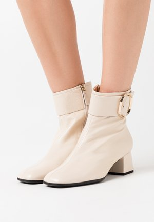 Classic ankle boots - creme
