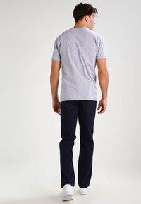 Wrangler - TEXAS STRETCH - Straight leg jeans - blue black - 2