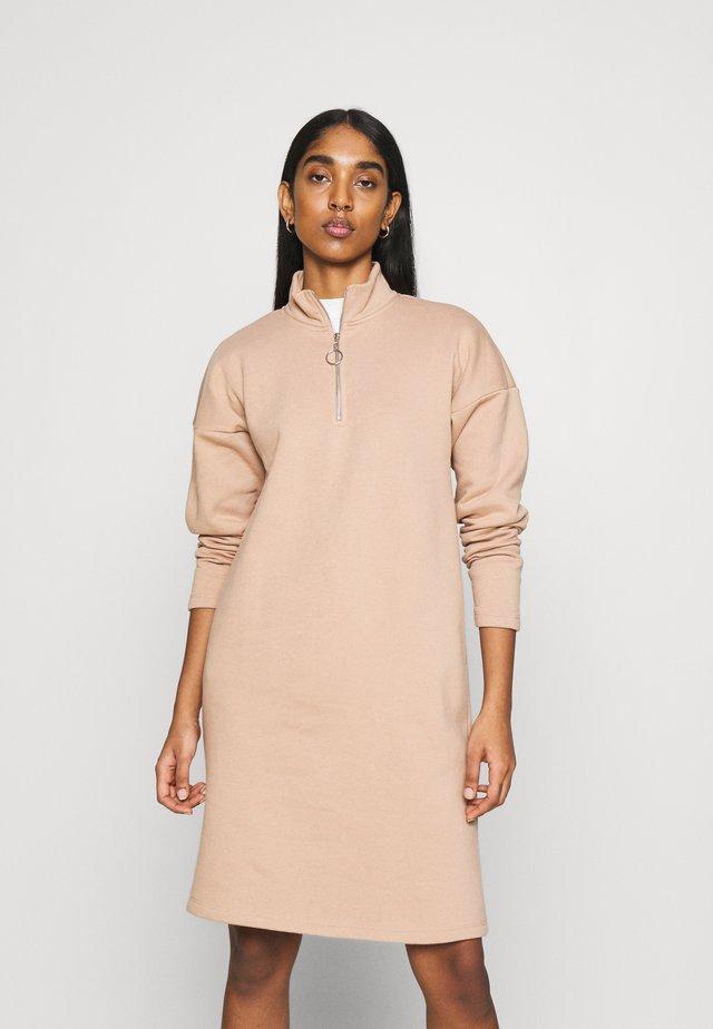 NMPERI ASYA HIGHNECK DRESS - Day dress - praline