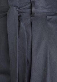 BLANCHE - FIERA SUMMER PANTS - Pantalon classique - graphite - 2