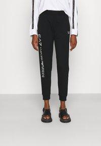 EA7 Emporio Armani - Teplákové kalhoty - black/white - 0
