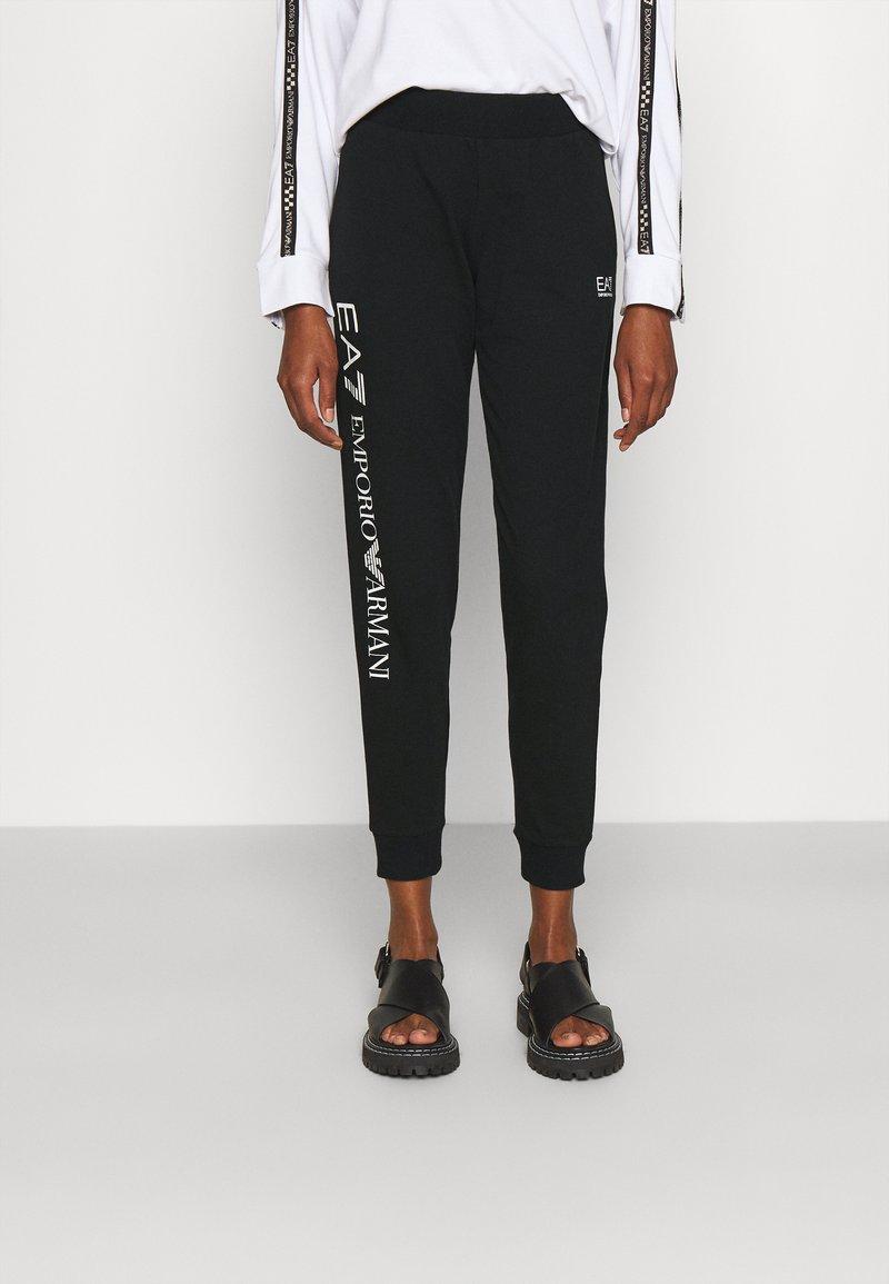 EA7 Emporio Armani - Teplákové kalhoty - black/white