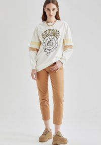 DeFacto - Relaxed fit jeans - beige - 1