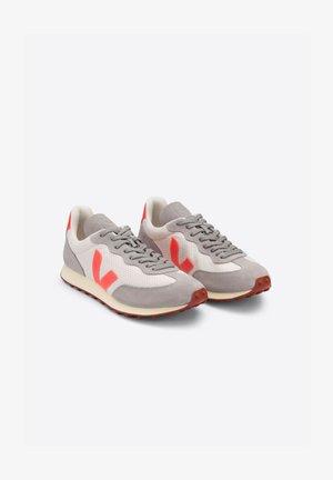 RIO BRANCO HEXAMESH - Sneakers laag - gravel orange fluo
