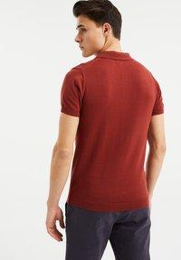 WE Fashion - MET STRUCTUUR - Poloshirt - red - 2