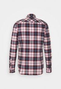 Tommy Jeans - STRETCH CHECK POPLIN  - Skjorta - red/white/dark blue - 1