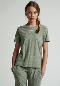 Hummel - Basic T-shirt - vetiver melange - 0