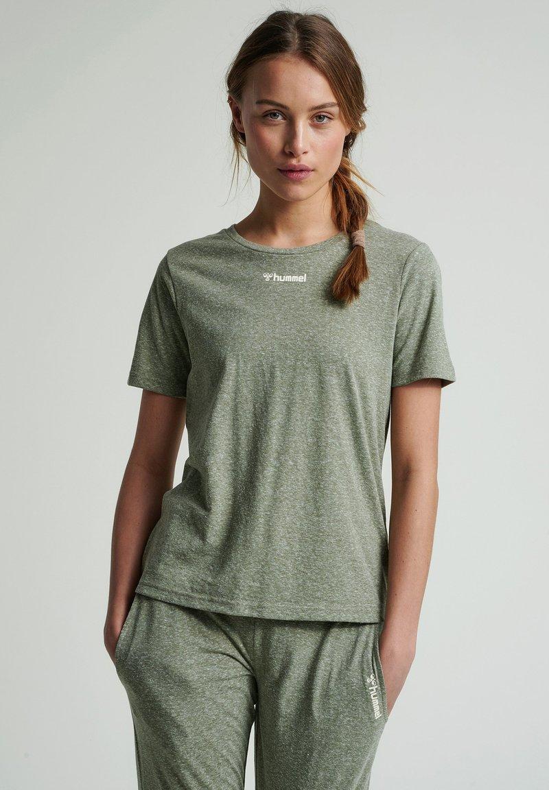 Hummel - Basic T-shirt - vetiver melange