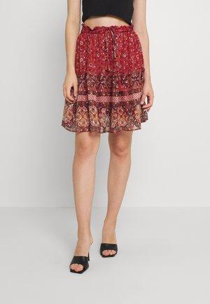 VMBOHEMEA SHORT SKIRT - Mini skirt - chili oil