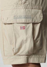Napapijri - N-ICE CARGO - Shorts - natural beige - 3