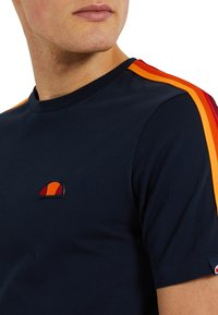 Ellesse - LA VERSA - Print T-shirt - blau - 2