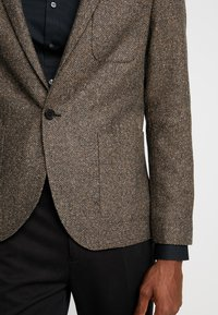 Twisted Tailor - SNOWDON - Giacca - brown - 7