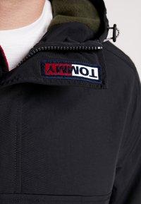 Tommy Jeans - PADDED POPOVER - Light jacket - black - 5