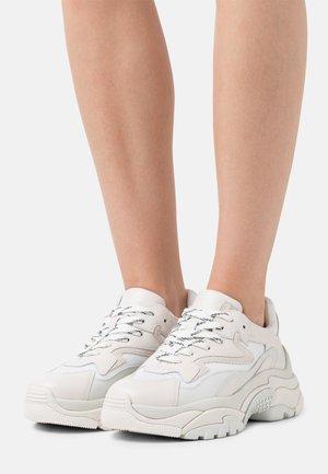 ADDICT - Baskets basses - offwhite/montana/dragon white