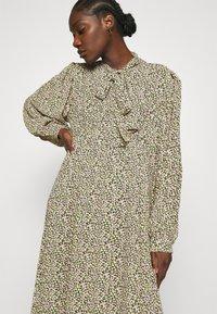 ARKET - DRESS - Košilové šaty - flower - 3
