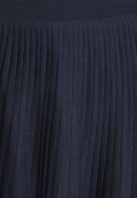 Vila - VIPLISS SKIRT - Gonna a pieghe - navy blazer - 4