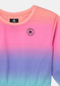 Converse - SUPER SOFT OMBRE BOXY CREW NECK - Sweatshirt - multi-coloured - 2