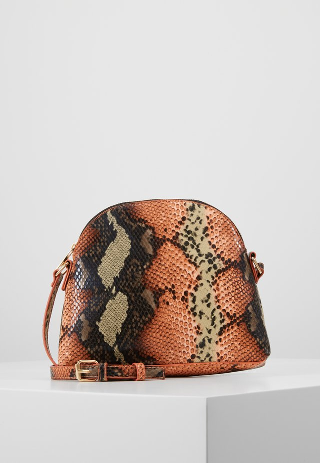 VMANNABELLE CROSS OVER BAG - Sac bandoulière - coral rose
