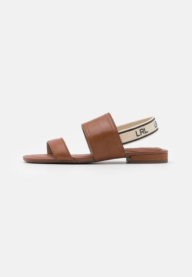 KARTER - Sandaalit nilkkaremmillä - tan