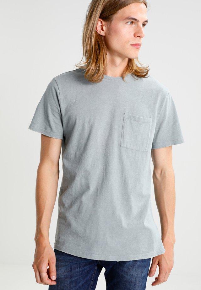 NIBBLED BOXY                         - Basic T-shirt - light blue