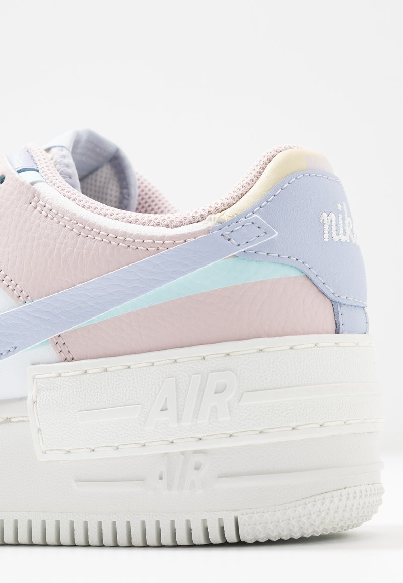 Nike Sportswear Air Force 1 Shadow Trainers Summit White Ghost Glacier Blue Fossil Barely Rose White Zalando Co Uk De iconische nike air force 1 is ontworpen door de designer bruce kilgore. air force 1 shadow trainers summit white ghost glacier blue fossil barely rose