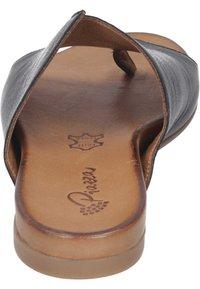 Piazza - T-bar sandals - schwarz - 2