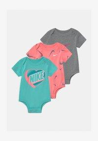 Nike Sportswear - SHORT SLEEVE 3 PACK - Body - sunset pulse - 0