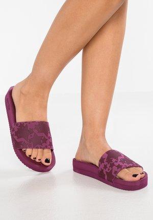 POOL STARLET - Sandály do bazénu - dark berry