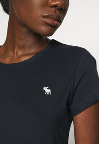 Abercrombie & Fitch - CREW 3 PACK - Basic T-shirt - black/white/navy - 6