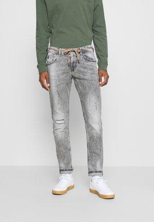 PIERS DESTROYED - Jeans Slim Fit - destroyed bleached black denim
