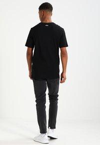 Fila - UNWIND TEE - Camiseta básica - black - 2