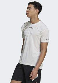adidas Performance - TERREX PARLEY AGRAVIC TRAIL ALL-AROUND  - Basic T-shirt - white - 3