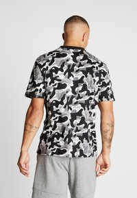 Puma - REBEL CAMO TEE - Print T-shirt - black - 2