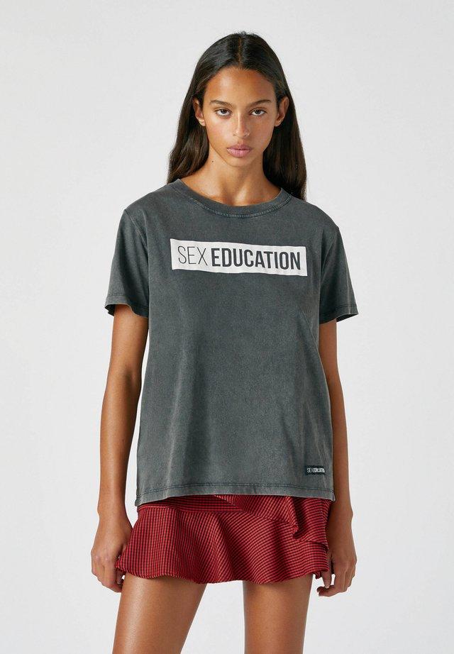 T-shirt con stampa - mottled dark grey