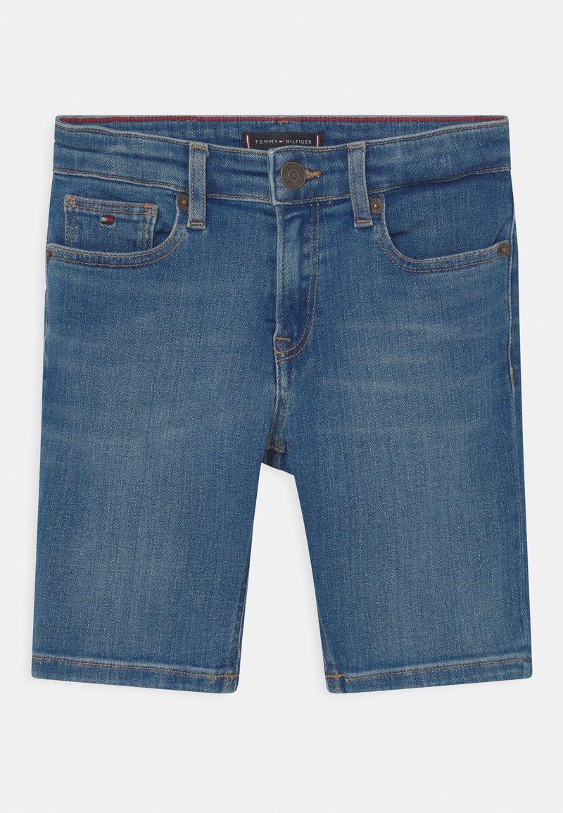 Tommy Hilfiger - SPENCER  - Short en jean - summermedblue