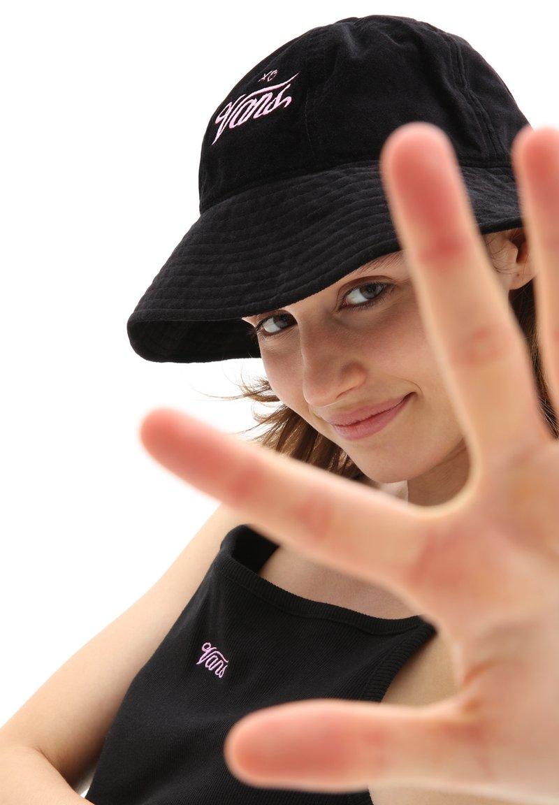 Vans - WM TOGETHER FOREVER BUCKET HAT - Hat - black