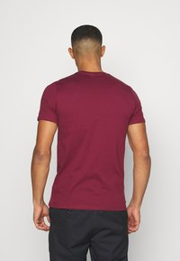 Ellesse - MAGI - Print T-shirt - burgundy - 2