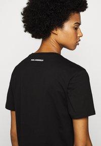 KARL LAGERFELD - LEGEND - T-shirt z nadrukiem - black - 4