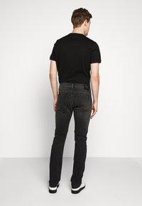 KARL LAGERFELD - 5 POCKET - Jeans slim fit - grey - 2