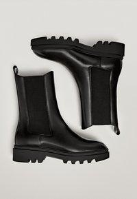 Massimo Dutti - PROFILSOHLE - Boots à talons - black - 1
