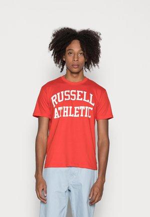 ICONIC- TEE - Print T-shirt - firey red