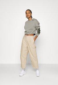Nike Sportswear - CREW - Sweatshirt - light army/cargo khaki - 1
