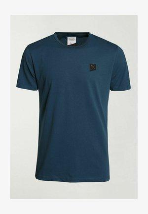 BRETT - Basic T-shirt - blue