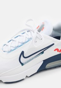 Nike Sportswear - AIR MAX 2090 UNISEX - Trainers - white/chile red/midnight navy - 5