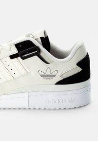 adidas Originals - FORUM EXHIBIT LOW UNISEX - Sneakers - white - 5