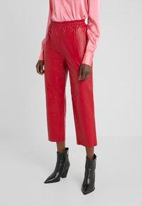 Pinko - TOAST PANTALONE - Kožené kalhoty - rosso rio - 0