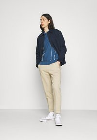 Far Afield - ALFARO - Polo shirt - ensign blue/white sand - 1